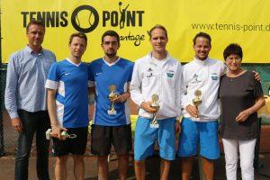 Christian Müller und Julian Schulte (r.) gewannen das Herren-Finale gegen Max Raschke und Dominik Oberholz.